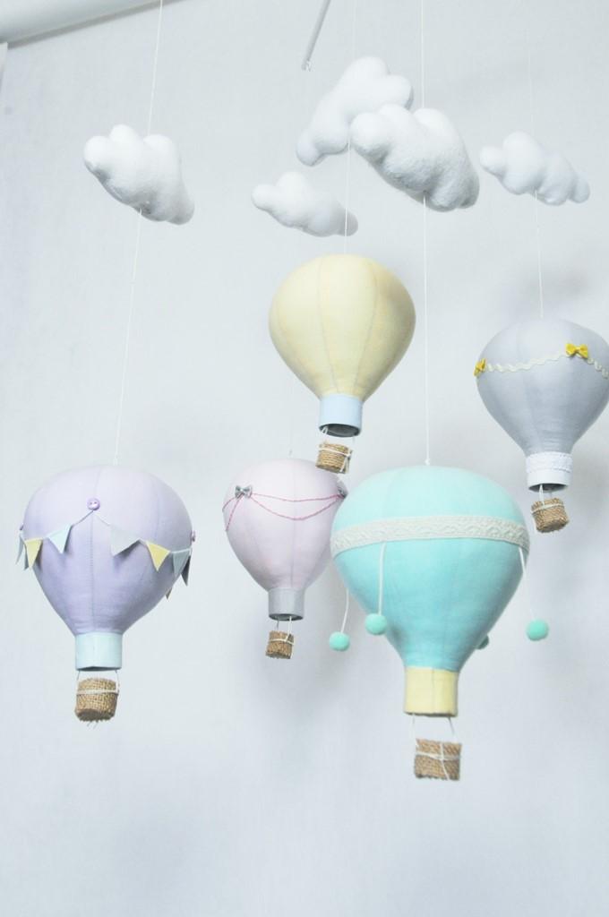 Zestaw literek Duża karuzela z motywem 5 balonów i chmurek.